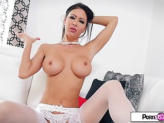 Jessica Jaymes turns it out in this flawless and sexy solo masturbation scene